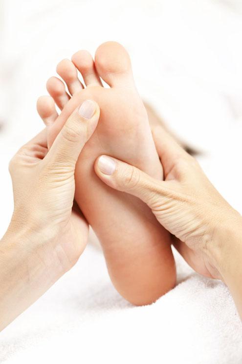 Massage Massaga sont des massages offrant une relaxation pour un bien-être et une détente profonde. Approche corporelle accéder moment présent méditation pleine conscience. Développer ses propres outils de gestion du stress Massage californien massage balinais massage détente Soin du corps soins de soi